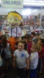 As crianças adoraram interagir com os mascotes do Lendo e Relendo.
